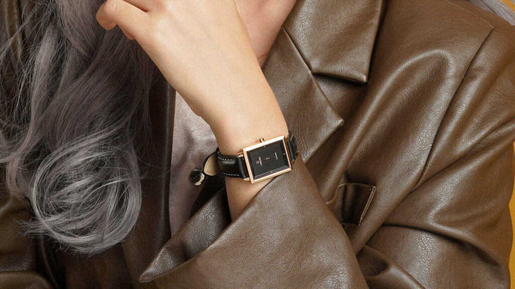Cool leather jacket outfit, personality and women's leather strap watches