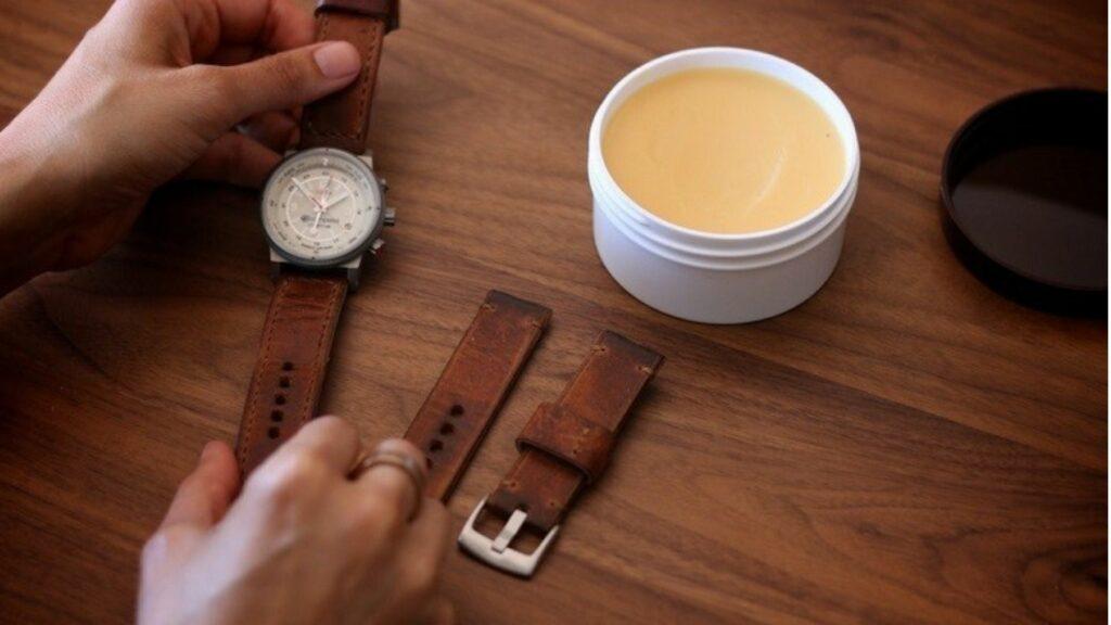 Cách vệ sinh đồng hồ dây kim loại, dây da đơn giản nhất tại nhà