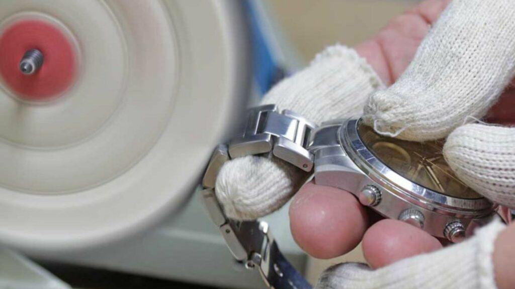 Cách đánh bóng đồng hồ chất liệu thép không gỉ