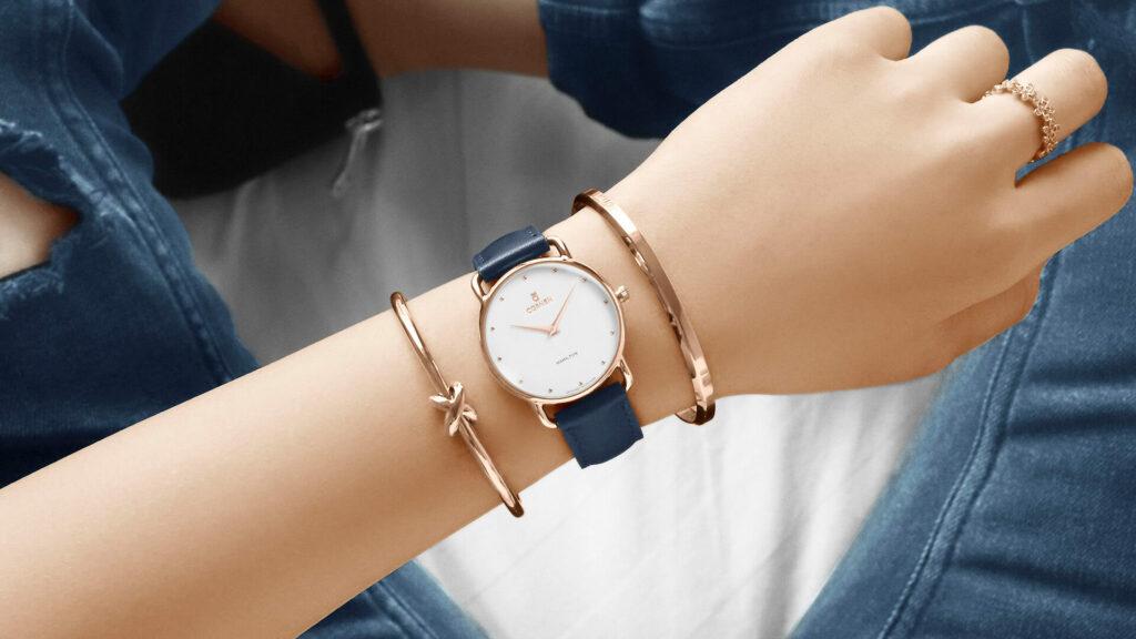 Pha trộn màu sắc của vòng tay với đồng hồ đeo tay