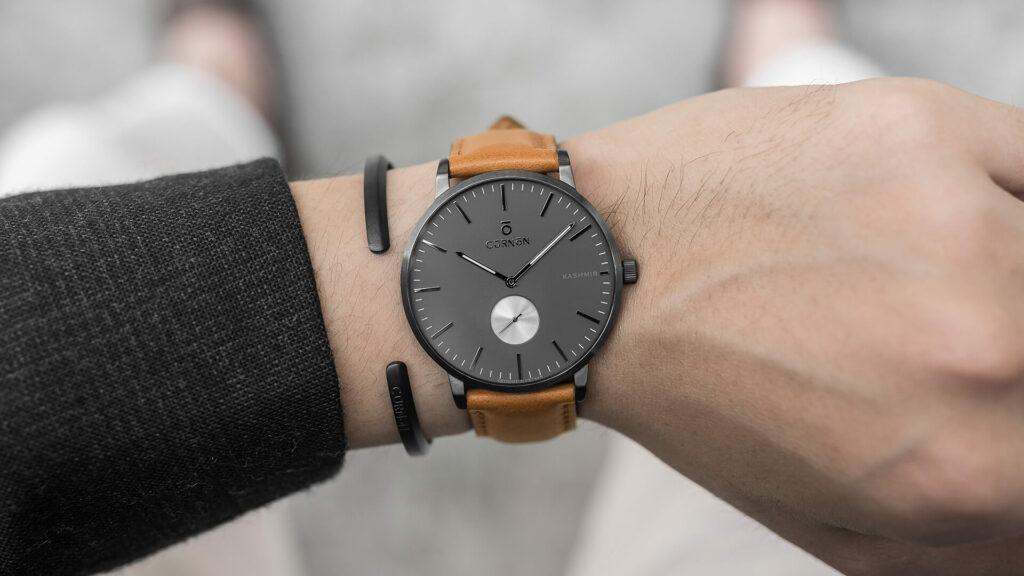 đồng hồ đeo tay thu hút