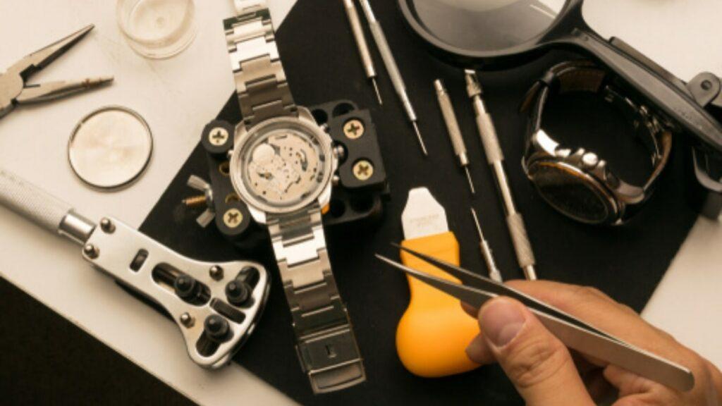 thay pin đồng hồ công cụ tiêu chuẩn