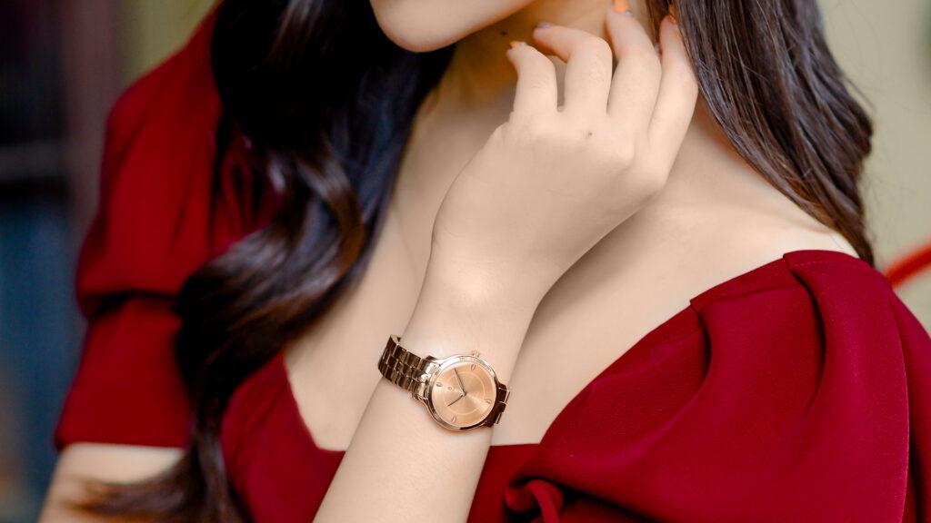 Bật mí cách đeo đồng hồ nữ đẹp đúng chuẩn nhất mà bạn nên biết