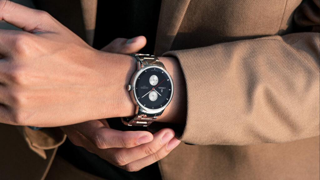 Đồng hồ dây da có thay dây kim loại được không?