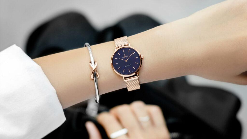 Phụ nữ đeo đồng hồ tay nào là đẹp nhất?